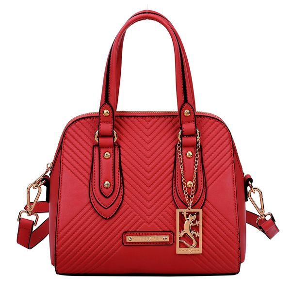 Bolsa-feminina-feita-em-material-sintetico-e-textura-em-matelasse-para-quem-procura-sofisticacao-essa-e-a-melhor-escolha